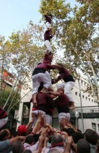 19-10-2008: Primer tres de set amb l'agulla descarregat de la Jove de Sitges, a la Diada dels Castellers de Sants