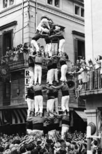 30-8-1973: 5 de 7 dels Castellers de Sitges a la plaça de la Vila de Vilafranca per la diada de Sant Fèlix