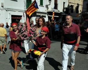 Ofrena floral de la Jove de Sitges (cortesia de SitgesActiu)