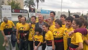 Els castellers de la Jove de Sitges amb Johan Cruyff