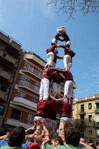La Jove alçant el 4 de 7 amb l'agulla a Gràcia
